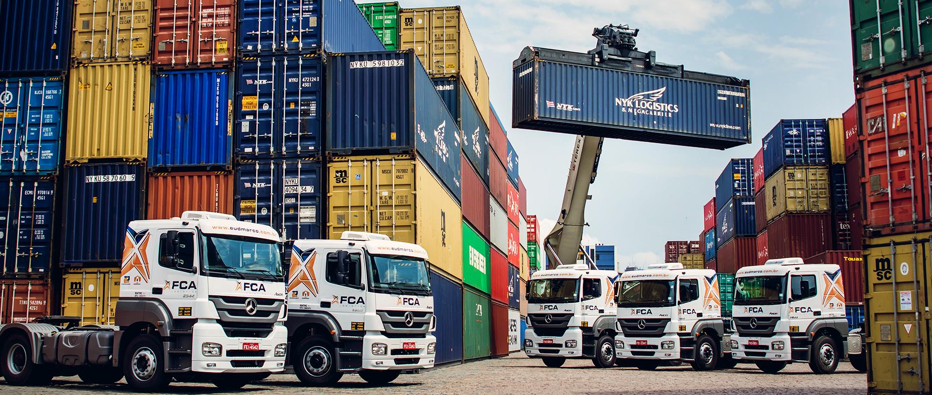 Armazenamento de cargas no porto de Santos